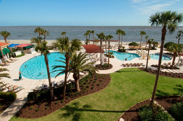 001 Swimming Pool View 465 Low Res